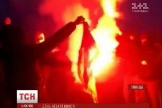 У Варшаві націоналісти спалили український прапор під час заходів до Дня незалежності