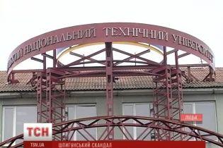 Шпигунський скандал у Луцьку. Правоохоронців підозрюють у стеженні за ректором