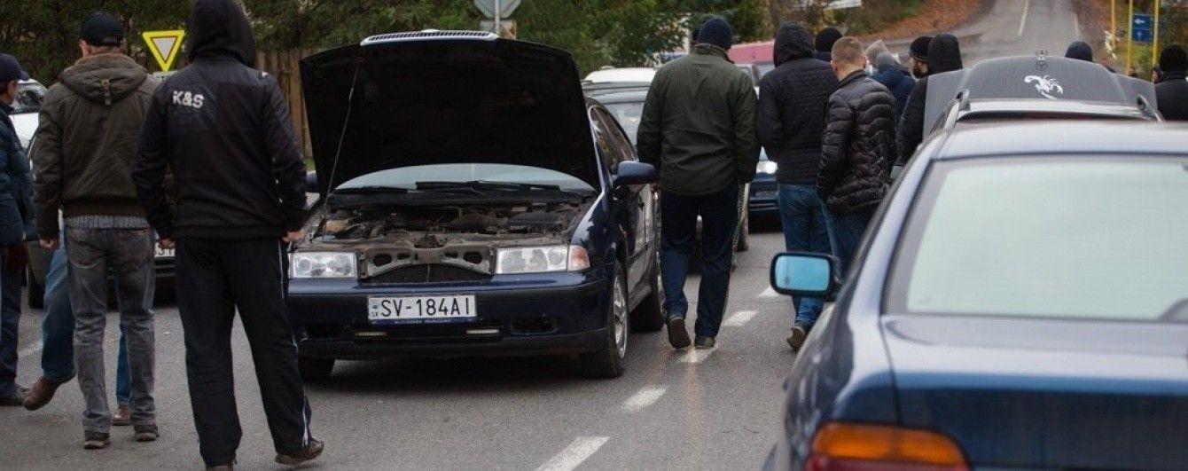 На кордоні зі Словаччиною скасували спрощений в'їзд для авто з іноземними номерами