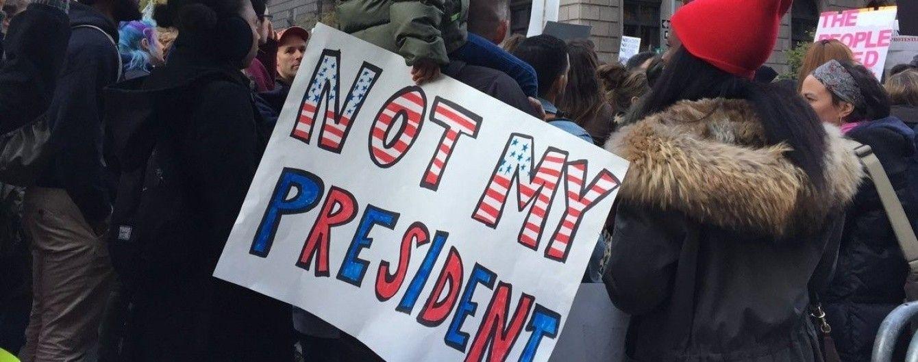 Дві тисячі американців протестують проти Трампа біля хмарочоса його імені