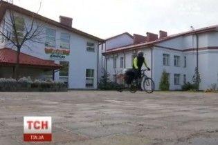 Украинец поехал на велосипеде от Львова до Ватикана ради детей