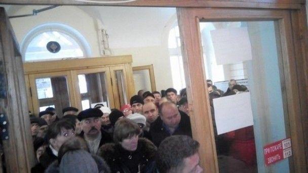 Молдова голосує. У Москві виборців привозять на дільниці автобусами