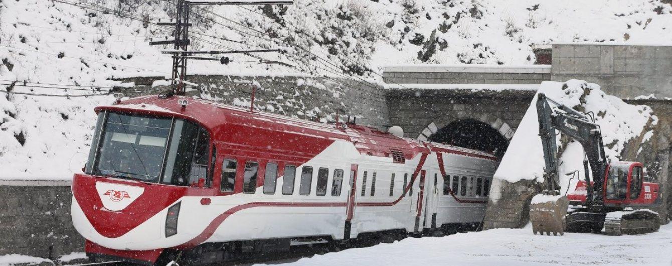 В Україні через сильний снігопад 10 поїздів істотно вибилися з графіку руху