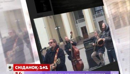 Борис Гребенщиков дал концерт на улице Полтаве