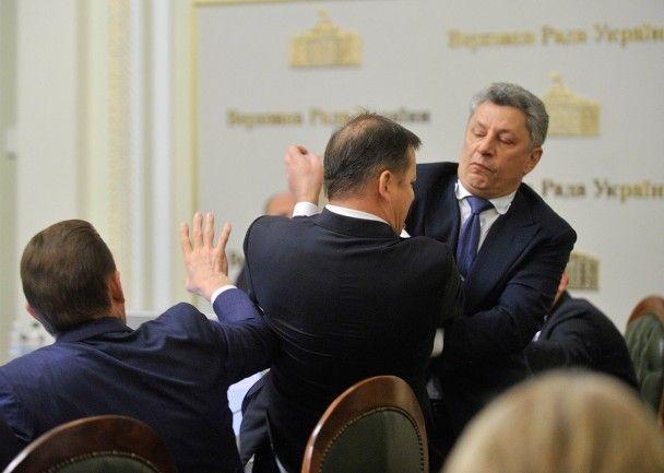 """Удар в голову и крики о """"московской гниде"""". Как Бойко и Ляшко дрались в Раде"""