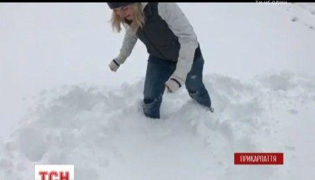 Снежные сугробы и нерасчищенные горные дороги: Карпаты стали ловушкой для туристов и жителей