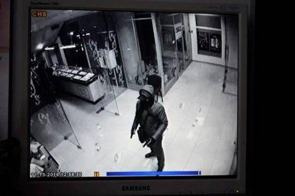 У Києві зухвало пограбували ювелірний відділ ТРЦ