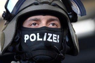 В Гамбурге неизвестный с ножом напал на людей в супермаркете
