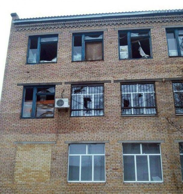 Бойовики обстріляли школу під Донецьком