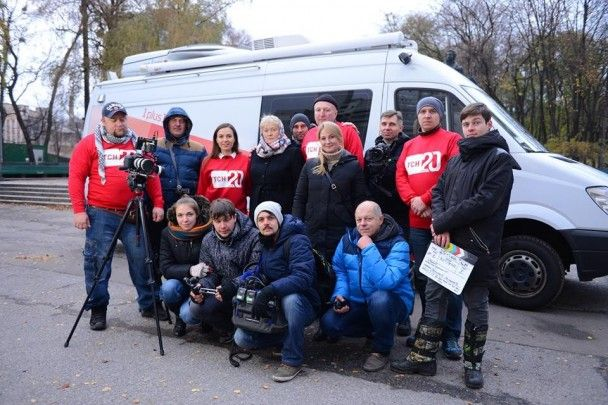 Знімальна група ТСН вперше зустрілась з жінкою, яку врятувала під час штурму Майдану
