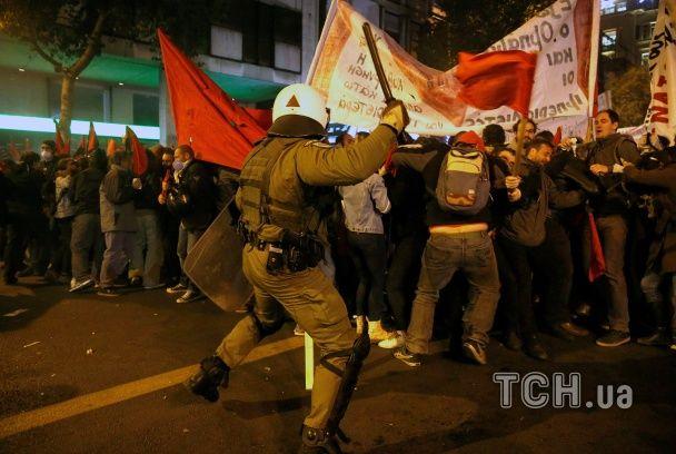В Афінах поліція сльозогінним газом і світловими гранатами розігнала противників Обами