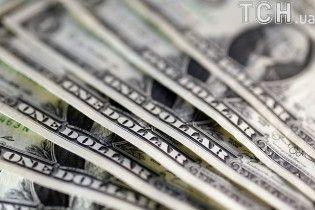 Долар і євро знову здешевшали в курсах Нацбанку на 18 серпня. Інфографіка