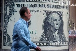 Після вихідних долар здорожчав, а євро здешевшав у курсах Нацбанку. Інфографіка