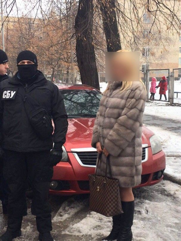 У Києві старшого слідчого затримали на хабарі за фальсифікацію кримінальної справи