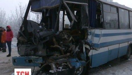 На Житомирщине столкнулись фура и рейсовый автобус, есть погибшие