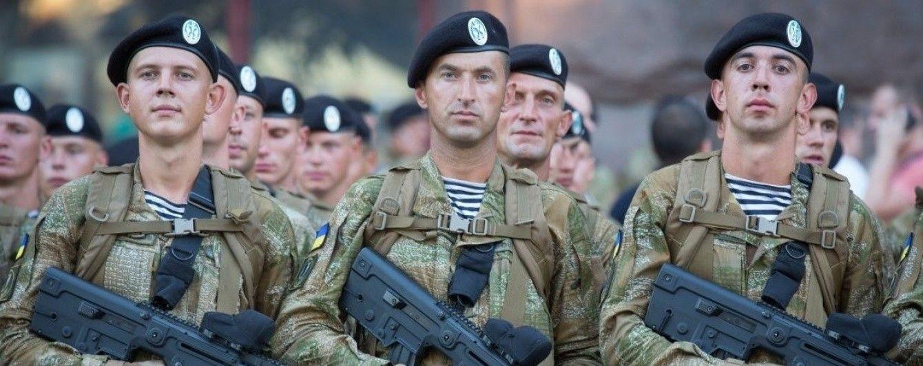 Порошенко нагородив морпіхів та бійців 81-ї бригади, які рік тримали оборону Авдіївки