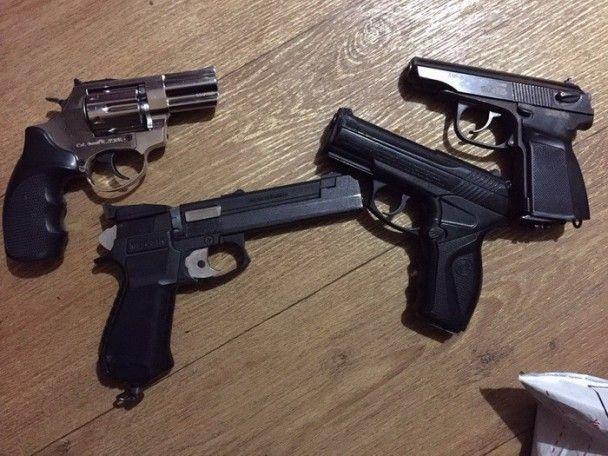 В Ужгороді затримали росіянина з чотирма пістолетами