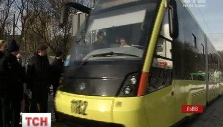 Новий швидкісний трамвай у Львові вже потрапив у першу ДТП