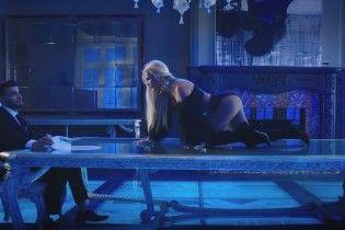 Сексуальна Брітні Спірс у відвертому вбранні влаштувала розпусні ігри зі співачкою