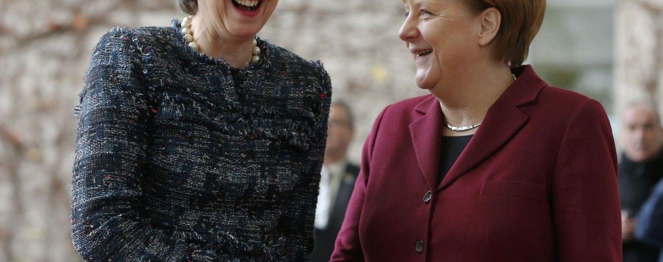 Экстравагантная Мэй и скромная Меркель: политики на деловой встрече в Берлине