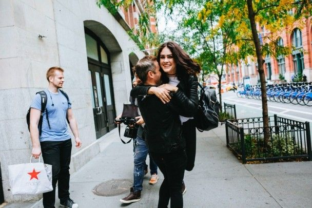 Маша Собко обіймалася із красунчиком у першому після народження доньки кліпі