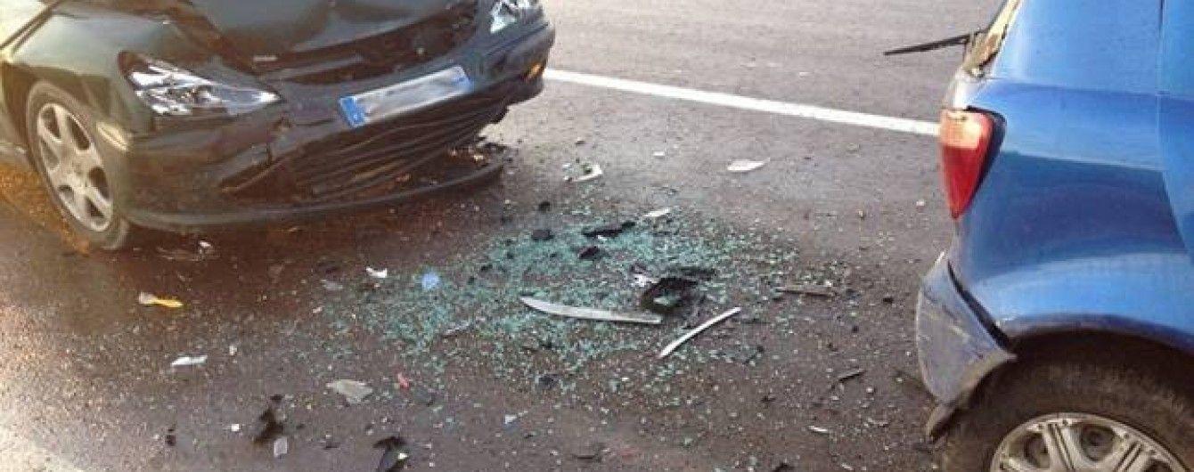 На Львівщині біля митного переходу водій-іноземець протаранив чотири машини