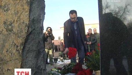 """Імена 23 бійців викарбували на меморіалі загиблим воїнам підрозділу поліції """"Миротворець"""""""