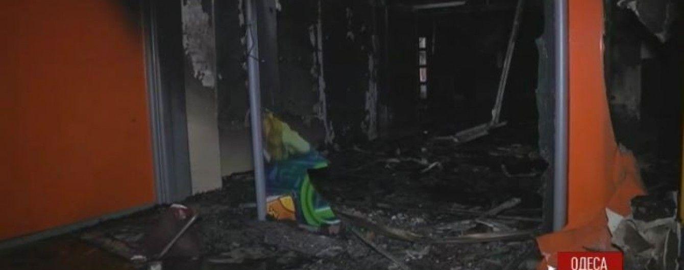 """В Одесі невідомий підпалив наповнений людьми """"лотерейний маркет"""""""