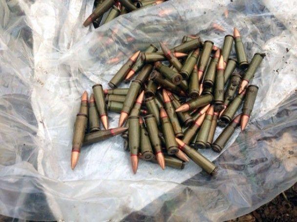 На Харківщині виявили схрон зі зразками сучасного озброєння