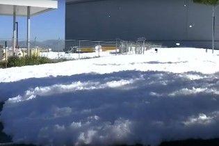 Пінна вечірка. Аеропорт у США затопило протипожежною речовиною
