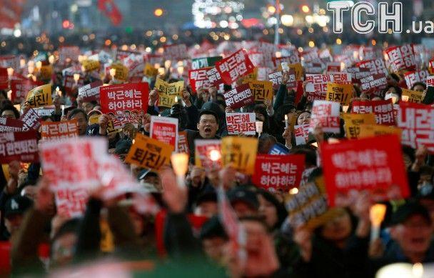 Четвертий тиждень протестів. У Південній Кореї сотні тисяч невдоволених зібралися в центрі Сеула