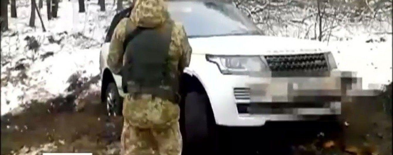 На Сумщині контрабандист на джипі загруз у багнюці та пішки втік до Росії