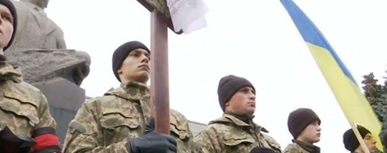 У Житомирі зворушливо провели в останню путь загиблого в АТО офіцера