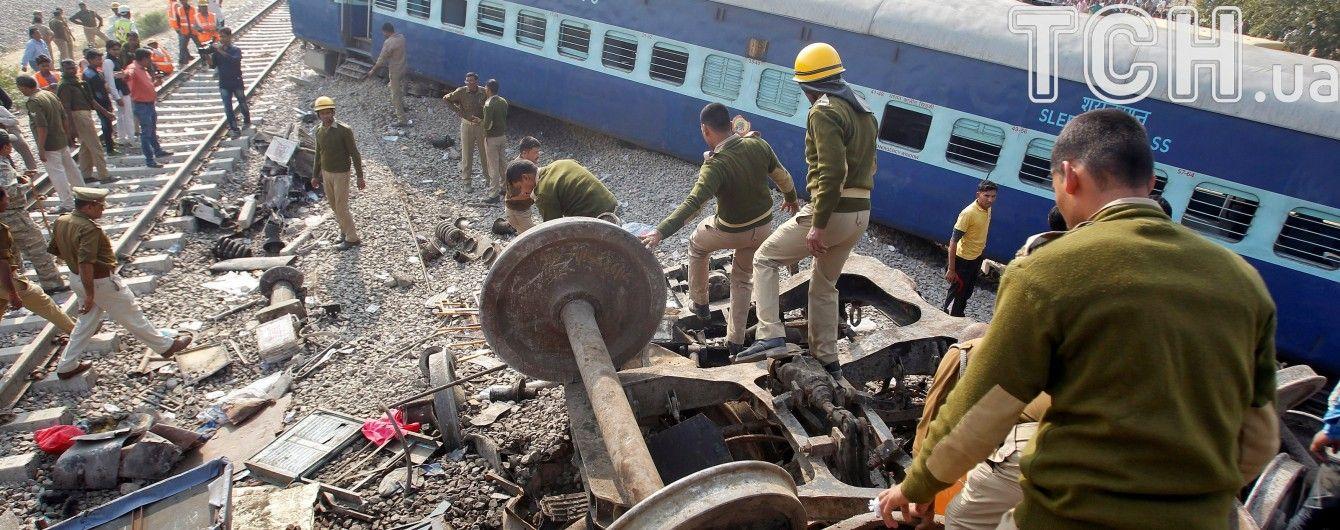 В Індії потяг зійшов з рейок: понад сотня осіб загинула