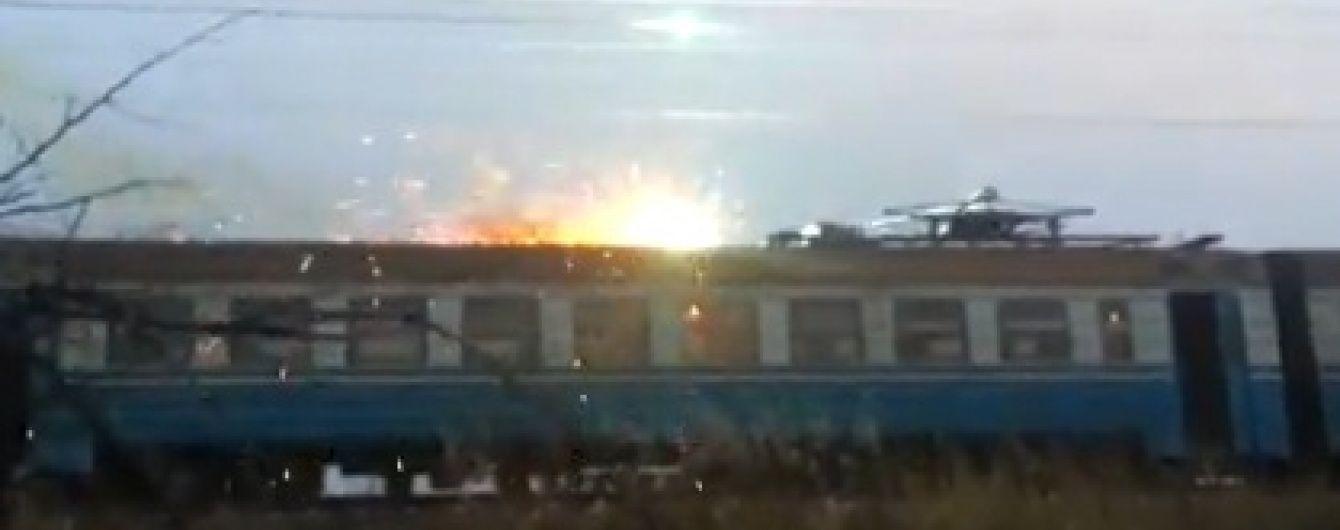 У Мережі з'явилося моторошне відео пожежі в електричці у Кривому Розі після обриву дротів