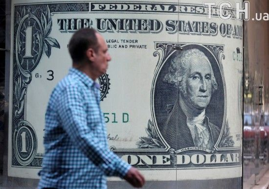 Долар здешевшав, а євро знову здорожчав у курсах Нацбанку на 30 серпня. Інфографіка
