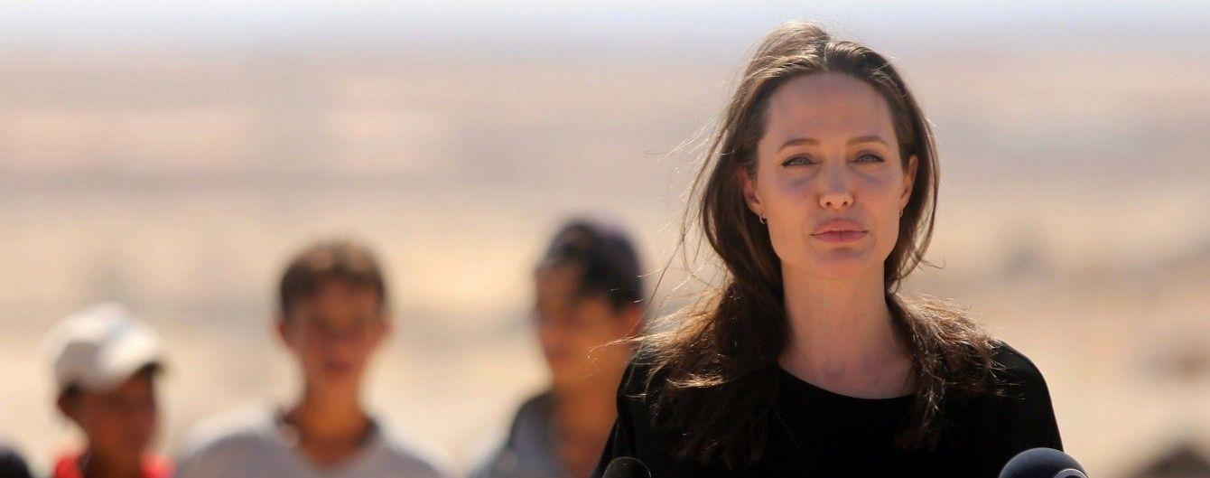 Анджеліна Джолі вперше після розлучення з Піттом записала відеозвернення
