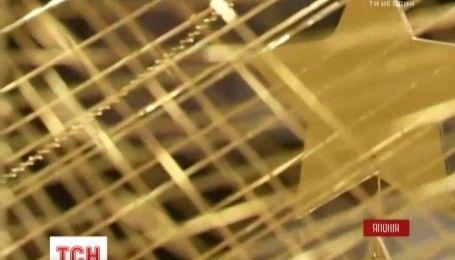 В ювелирном магазине Токио украсили витрину елкой на 2 миллиона долларов
