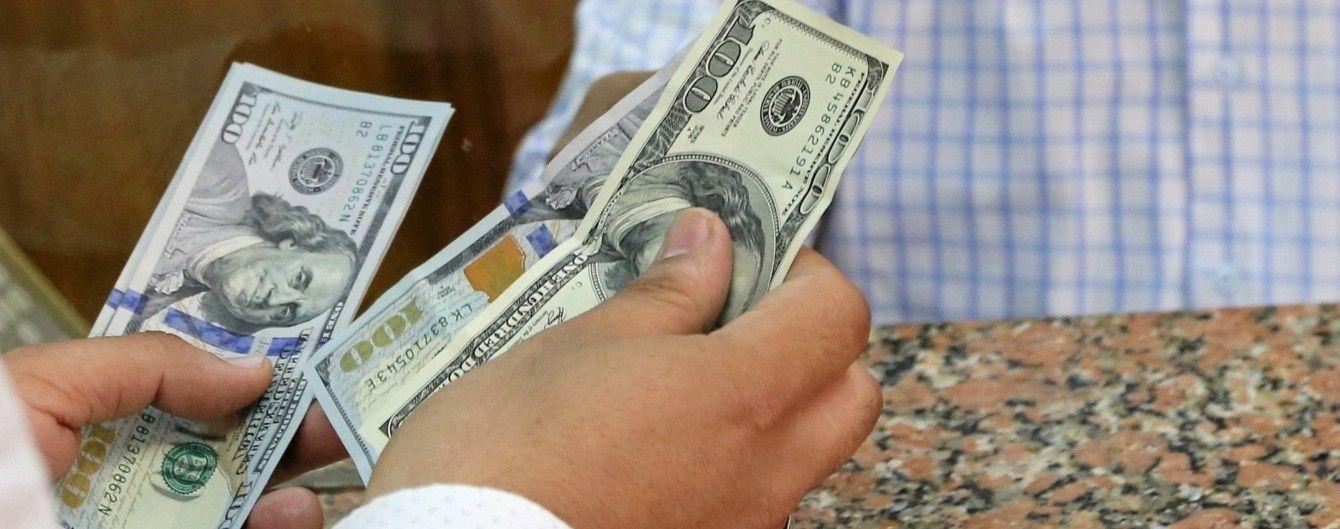 Долар і євро порадували гривню синхронним здешевшанням у курсах Нацбанку. Інфографіка