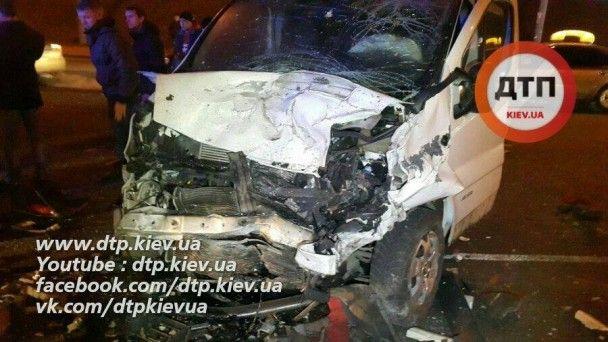 Унаслідок кривавої ДТП у Києві загинула дівчина