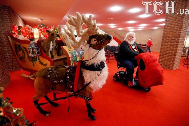 Різдвяна казка. Європа засяяла святковими вогнями, а в США відкрили школу Санта-Клаусів