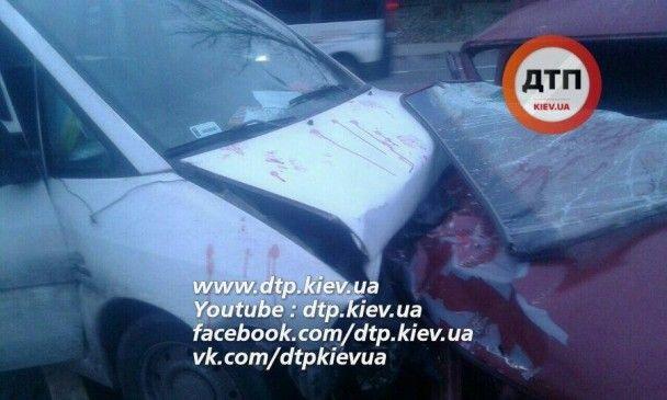 Винуватець-втікач й величезний затор. ЗМІ оприлюднили подробиці масштабної аварії в Києві