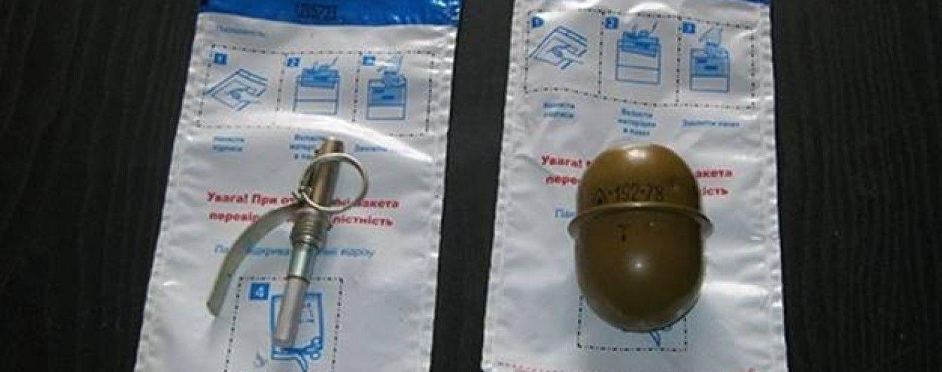 У Києві в сміттєвому баку знайшли гранату з запалом