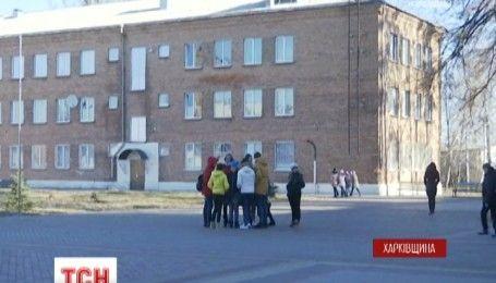 На Харківщині вчителька школи-інтернату намагалась продати одну зі своїх учениць
