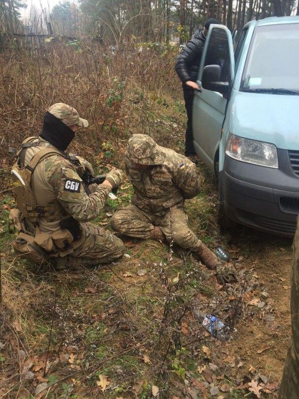 На Львівщині військові викрадали і продавали боєприпаси зі складів