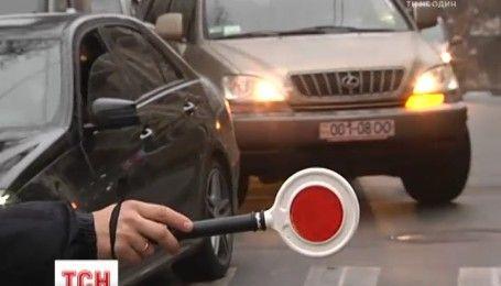 В центре Киева автомобиль с мертвым водителем врезался в другую машину
