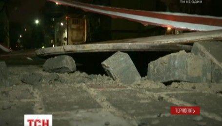 В Тернополе в воздух взлетели 12 канализационных люков
