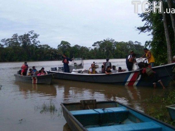 Вирвані дерева, зливи та вітер: по центральній Америці вдарив потужний ураган Отто, є загиблі