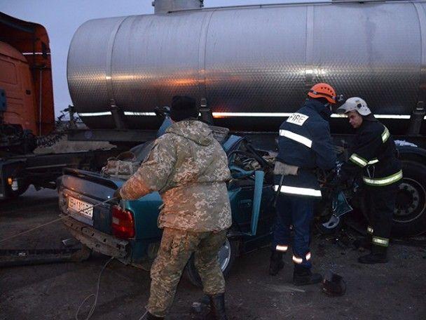 У моторошній ДТП легковика з військовими та бензовозом зросла кількість загиблих