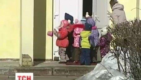 В Америці нова батьківська мода, мами годують груддю дітей до шести років